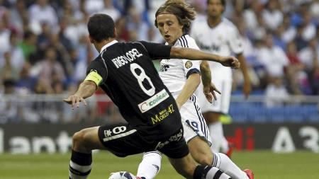 SOLGT: Real Madrid kjøpte blant annet Luka Modric fra Tottenham i sommer. (Foto: Andres Kudacki/Ap)
