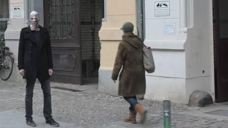 PIXELHEAD: En mann avbildet på gaten iført pixelhead-finlandshetten.   (Foto: martinbackes.com/)