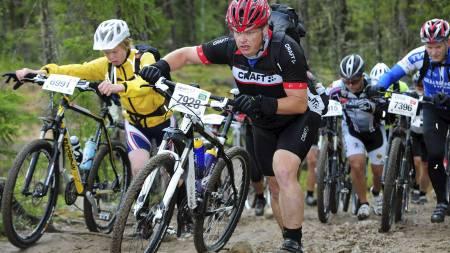 SYKLER BIRKEN: På sitt tyngste var det så vidt Pål Fredrik Berg orket å gå de 500-meterne til jobb. I år syklet han Birkebeinerrittet på imponerende 3 timer og 38 minutter. (Foto: Birkebeinerrittet AS/)