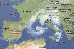 Mandag snurret lavtrykket seg sammen, og begynte å minne om en tropisk syklon. (Foto: storm.no)
