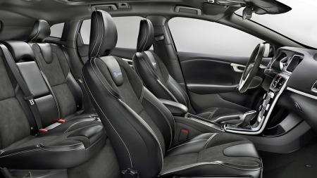 Volvo har alltid vært gode på stoler, og sportsstolene som inngår   i R-Design-pakken ser svært lovende ut.