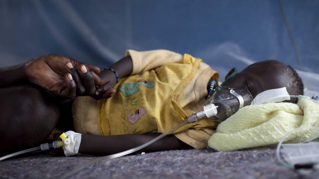 SYNKER: Barnedødeligheten fortsetter å synke, men fortsatt dør 19.000 barn hver dag.  (Foto: Nichole Sobecki/Afp)