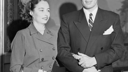 GIFT: Prinsesse Ragnhild og skipsreder Erling Lorentzen giftet seg 15. mai 1953. (Her offentligjør de sin forlovelse). (Foto: NTB arkiv / NTB scanpix)