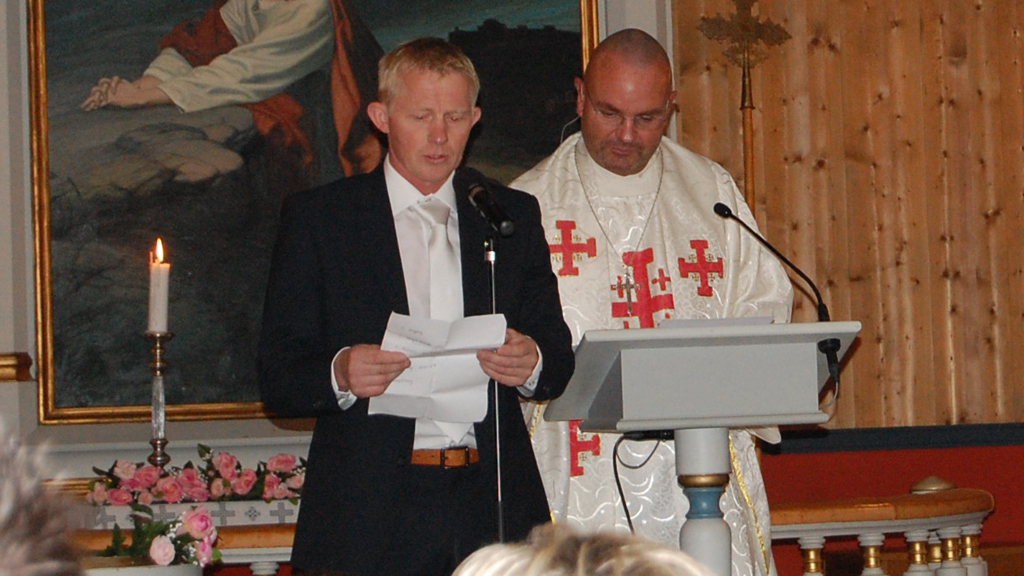 DÅP : Pål Anders Ullevålseter fikk kameraten Einar Gelius, til å døpe datteren Alva,  i Maridalen Kirke. (Foto: Privat)