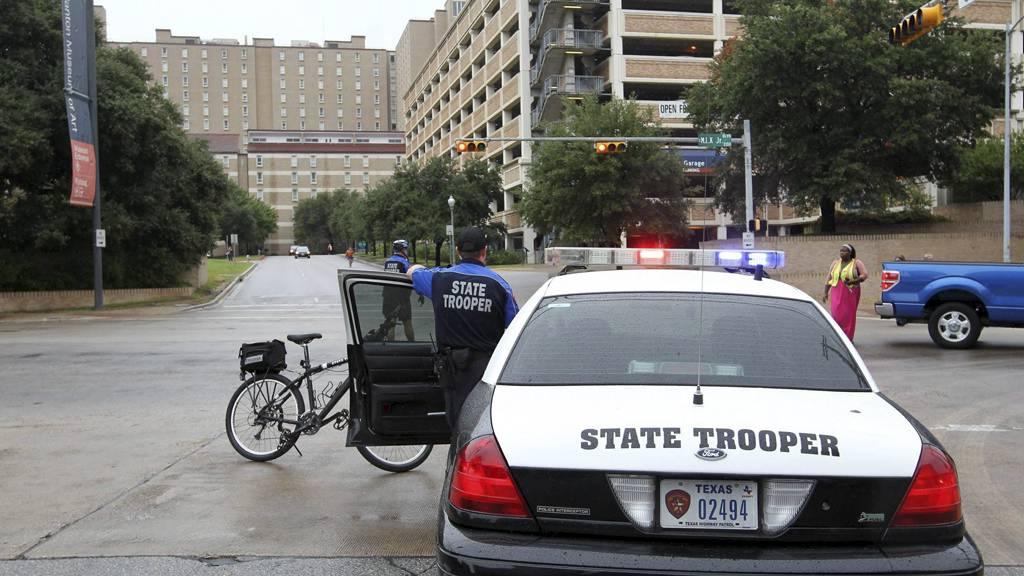 BOMBETRUSSEL: I morgentimene fredag mottok Universitetet i Texas en bombetrussel fra en mann som påsto han tilhørte al-Qaida. (Foto: Ralph Barrera/Ap)