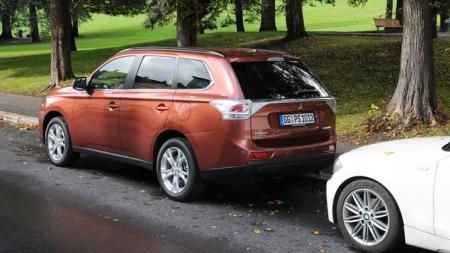 Slik ser den ut bakfra. Også hekken er mer personbilpreget enn på Outlander-generasjonen denne bilen erstatter.
