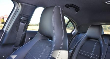 Du sliter litt med å følge med å se hva som skjer rundt bilen takket være en solid B-stolpe, passasjersetet foran, en tykk C-stolpe, sterkt hellende vinduer i bakdørene og et smalt vindu på bakluka.