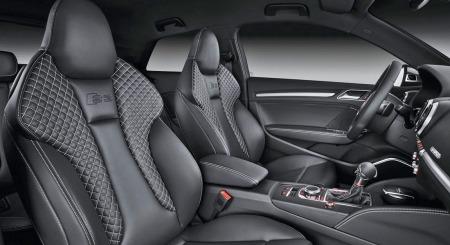 Audi S3 har fått noen helt nye og ikke akkurat beskjedne seter. Her skal det sittes stødig og komfortabelt også når det går unna i svingene.