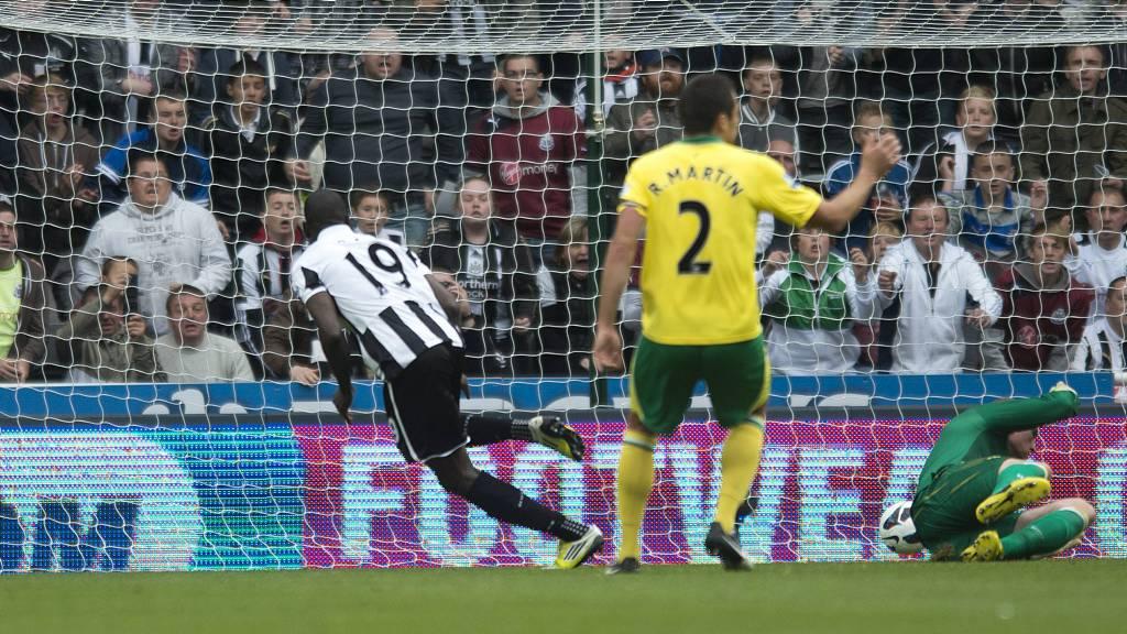 SCORET IGJEN: Demba Ba har nå scoret fire mål denne sesongen. (Foto: Steve Drew/Pa Photos)