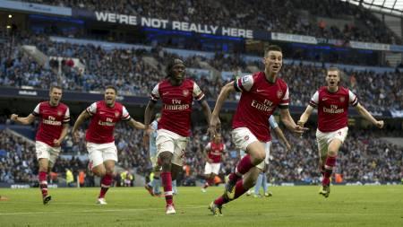 Jublende Arsenal-spillere (Foto: ADRIAN DENNIS/Afp)
