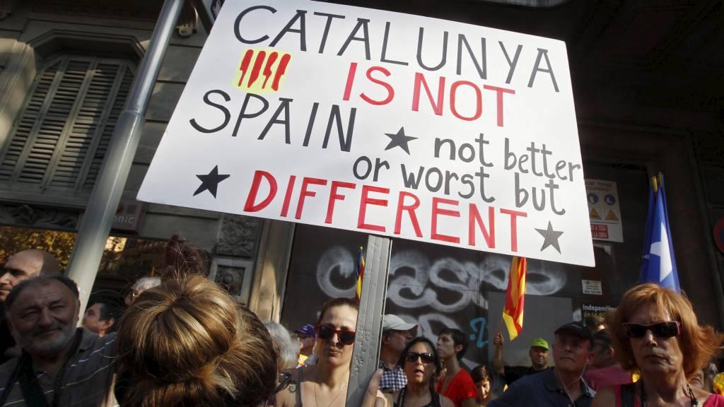 FIKK NEI: Katalanerne får ikke skille seg fra Spania. Bildet viser demonstranter som markerer den katalanske nasjonaldagen. (Foto: GUSTAU NACARINO/Reuters)
