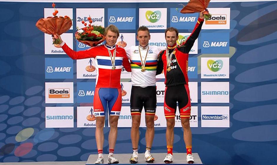 Sølvvinner Edvald Boasson Hagen med verdensmester Philippe Gilbert og bronsevinner Alejandro Valverde. (Foto: TV 2)