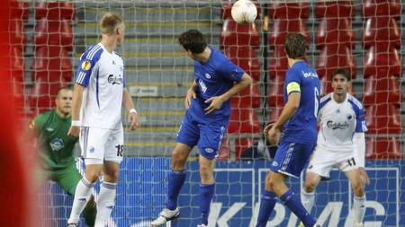 Situasjonen der FCK tar ledelsen mot Molde. Santin (helt til høyre) står i offside, men dommer godkjente målet. (Foto: Poppe, Cornelius/NTB scanpix)