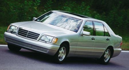 Slik så S-klassen anno 1991 ut da den var ny. Ikke spesielt lekkert å se på kanskje - men en plass- og komfortmessig kongebil.