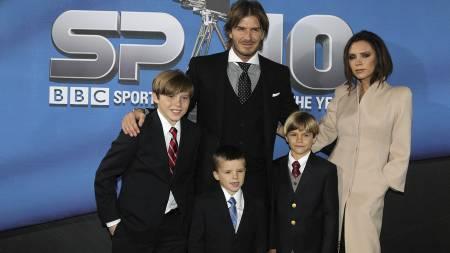 UNITED OG ARSENAL: To av David Beckhams sønner er Manchester United-supportere. En er Arsenal-fan. (Foto: David Davies/Pa Photos)