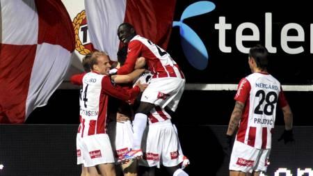 Jubel for 1-0-målet på Alfheim. Tromsø-spillerne jubler. (Foto: Bertinussen, Rune Stoltz/NTB scanpix)