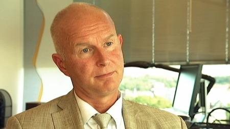 BEKLAGER: Assisterende helsedirektør i Helsedirektorater, Bjørn Guldvog, erkjenner at de som opplever fristbrudd skulle fått en bedre oppfølging enn den de får.  (Foto: Olav T. Hustad Wold/TV 2)
