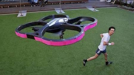 SVEVENDE OPPFINNELSE: Her er den australske Joggoboten som vekker konkurranseinstinktet ditt og gjør at du aldri føler deg ensom på joggetur. (Foto: Exertiongameslab/)