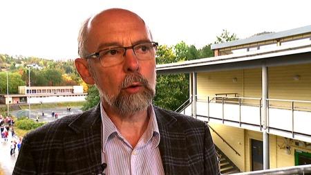 FORTVILER: Rektor Ole Henry Halleraker fortviler over forfallet på skolen. (Foto: Anita Vedå/TV 2)