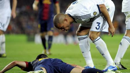RASENDE: Pepe beskylder Andres Iniesta for filming under søndagens   El Clasico. (Foto: STRINGER/SPAIN/Reuters)