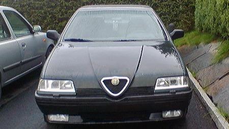En lav og spiss grill førte tankene til adskillig mer sportslige biler som Pininfarina også hadde designet, og den lave fronten førte til en del forandringer på chassiset på Alfaen i forhold til de tre