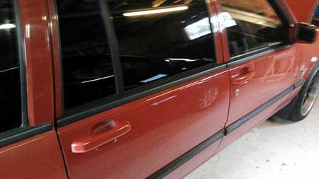 Finishen på bilen er glimrende. Detaljer som lakkerte dørhåndtak fra 960 bidrar til å løfte helhetsinntrykket flere hakk. (Foto: Privat)