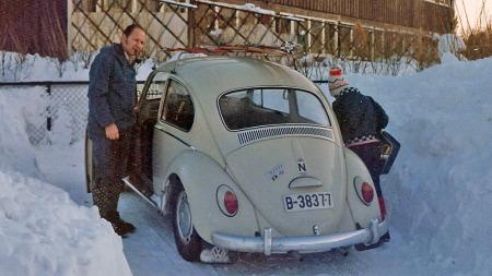 Familien Nybakk bodde på Jeløya utenfor Moss i Østfold. Bobla hadde sine opprinnelige B-skilter i behold helt til den ble solgt til noen fra Son-området i Akershus en gang rundt 1980. (Foto: Privat)