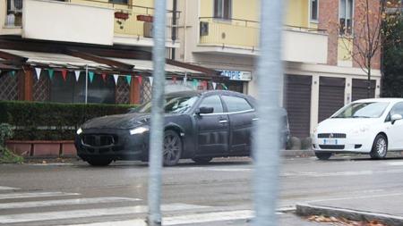 Maseratien er delvis skjult av noen stolpet - men det stoppet ikke Espen i å skjønne at dette var spesielle saker! (Foto: Privat/Espen Eikebø)