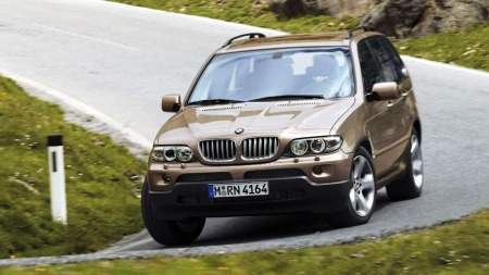 BMW X5 var uten sammenligning den beste SUV-en med tanke på   kjøreglede da den kom i 1999. Bilen på bildet er facelift-modellen som   kom i 2006 - med en råsterk 231 hks dieselmotor.