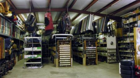 Både karosseri- og interiørdeler finnes i stort antall, og kvaliteten skal være bra. Som bildet viser er det mye 240 på lageret, men vi ser også frontstykker til både PV og 164. (Foto: www.turbobricks.com)