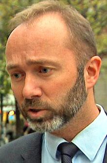 - IKKE URIMELIG: Næringsminister Trond Giske (Ap) mener at honoraret til Roar Flåthen ikke er urimelig. (Foto: TV 2)