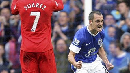 REDUSERING: Leon Osman jubler etter å ha satt inn Evertons første mål mot Liverpool. (Foto: Peter Byrne/Pa Photos)