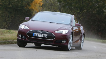 Lavt tyngdepunkt og kjøreegenskaper som kan justeres til svært sportslig. Ja, dette er en bil man kan ha det moro med! (Foto: Knut Chr. Hallan)