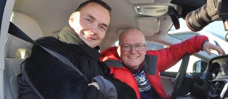 Produsent Bjørnar og Jan Erik - sistnevnte bak rattet.