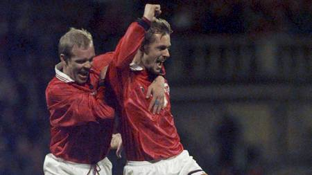 LAGKAMERATER: Henning Berg og Kjetil Rekdal spilte sammen på det norske landslaget. (Foto: CALLE TØRNSTRØM/NTB scanpix)