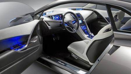 Konseptbilen er en ren fireseter, og med batteripakken i den høye midttunnellen er det naturlig å anta at også produksjonsmodellen vil få to separate stoler bak.