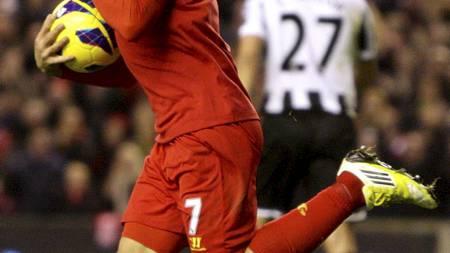 Luis Suarez jubler etter å ha scoret mot Newcastle. (Foto: Peter Byrne/Pa Photos)