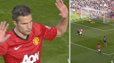 Robin van Persie holdt jubelen tilbake da han scoret for Manchester United mot sin tidligere klubb Arsenal. (Foto: TV 2)