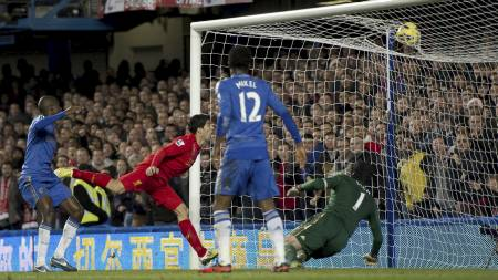 Suárez scorer (Foto: ADRIAN DENNIS/Afp)