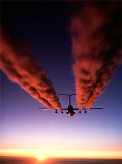 Et C-141 transportfly over Antarktis. Er det solnedgangen som farger stripene røde? (Foto: Wikipedia Commons)
