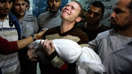 Gaza sørgende far (Foto: AP)
