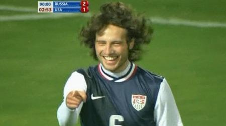 Mikkel   Mix Diskerud jublet etter at han scoret for USA mot Russland og reddet   uavgjort 2-2. (Foto: SNTV)
