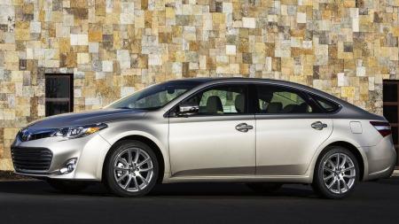 Toyota Avalon skrått forfra