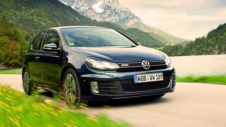 En plass opp og andre plass til VW Golf