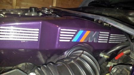 Bilen er totalrestaurert for bare noen få år siden, og alt har fått ny lakk - inklusive motoren. (Foto: Privat)