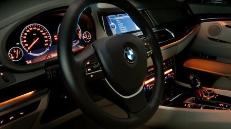 En kan mene mye om det litt spesielle eksteriørdesignet, men når du først har kommet deg inn i bilen, så er det vanskelig å finne noen ankepunkter. Dette er klassisk BMW - med premiumfølelse til fingertuppene.