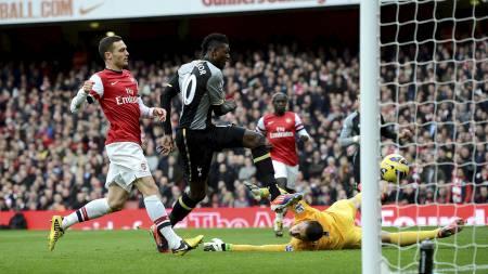 Adebayor scorer (Foto: DYLAN MARTINEZ/Reuters)