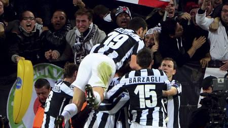 DET KOKTE I TORINO: Juventus Stadium gikk av hengslene da Fabio Quaglierella satte inn 1-0 for Juventus i tirsdagens kamp mot Chelsea. (Foto: OLIVIER MORIN/Afp)