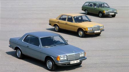123-serien til Mercedes er en av de virkelig store klassikerne i merkehistorien, og biler som de aller fleste har et forhold til - og en mening om. Coupeen i forgrunnen både var og er en drømmebil for mange.