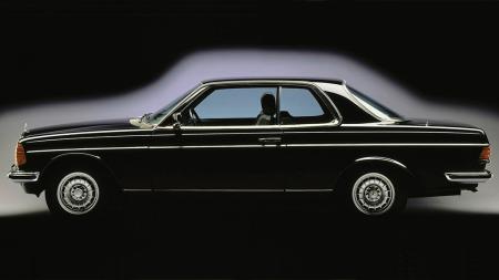 Samtlige coupeer fikk de samme eksklusive støtfangerne som sedanmodellene med sekssylindret motor: De med krommet metall rundt hjørnet, i stedet for de sorte plastbitene. Den lille detaljen gjorde underverker for utseendet.